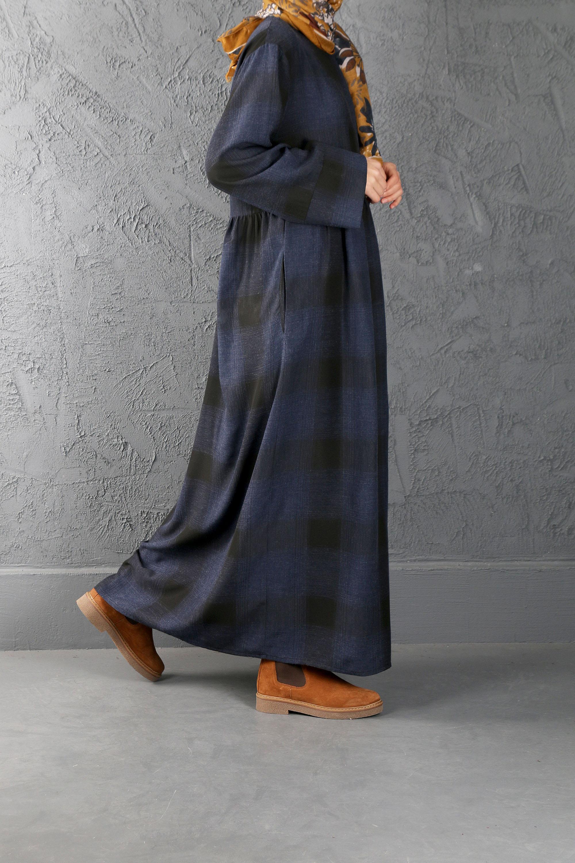 ESRA KESKİN DEMİR - Büzgü Detaylı Kareli Elbise Lacivert